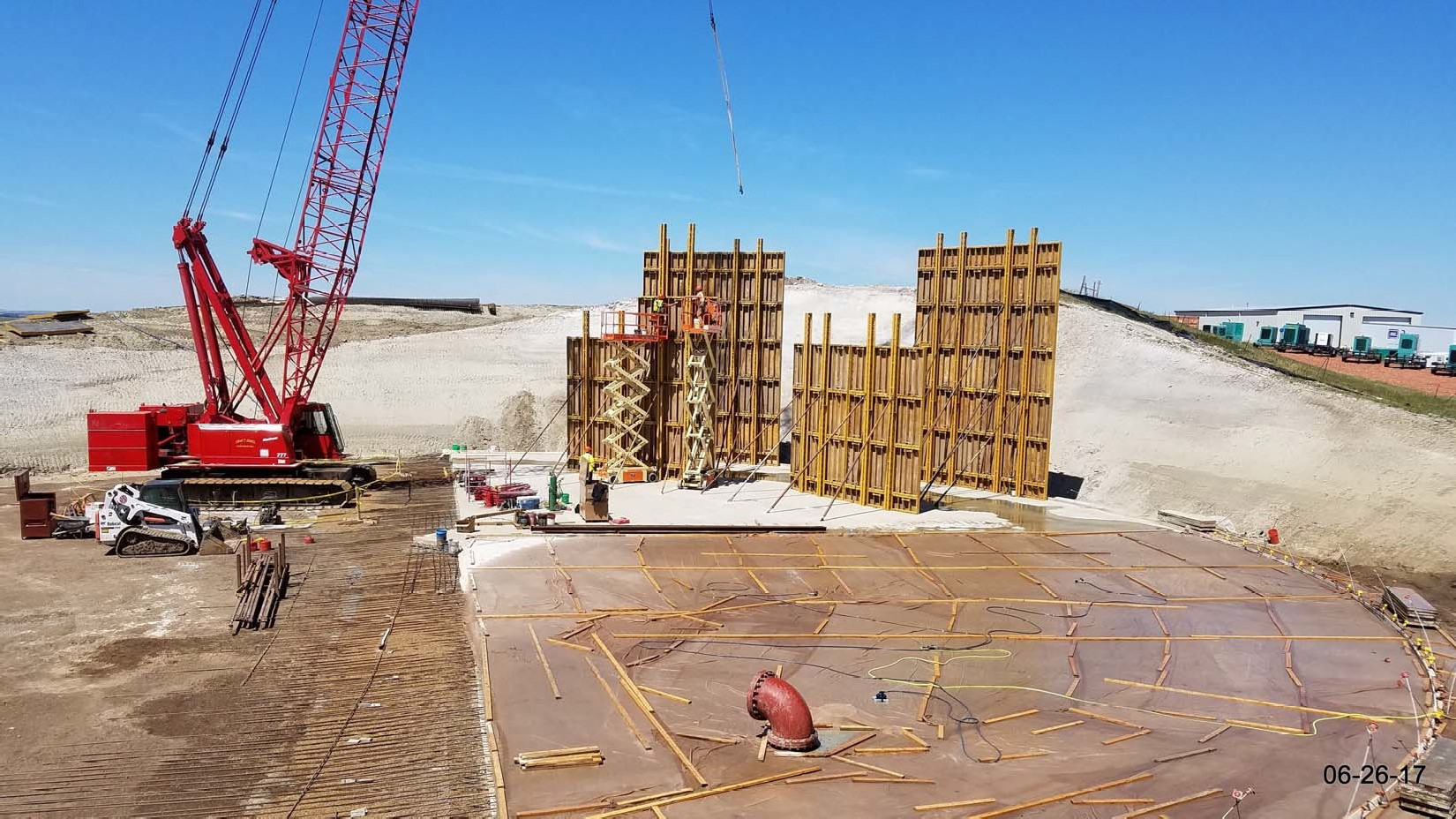 Erection of the outer formwork panel section.