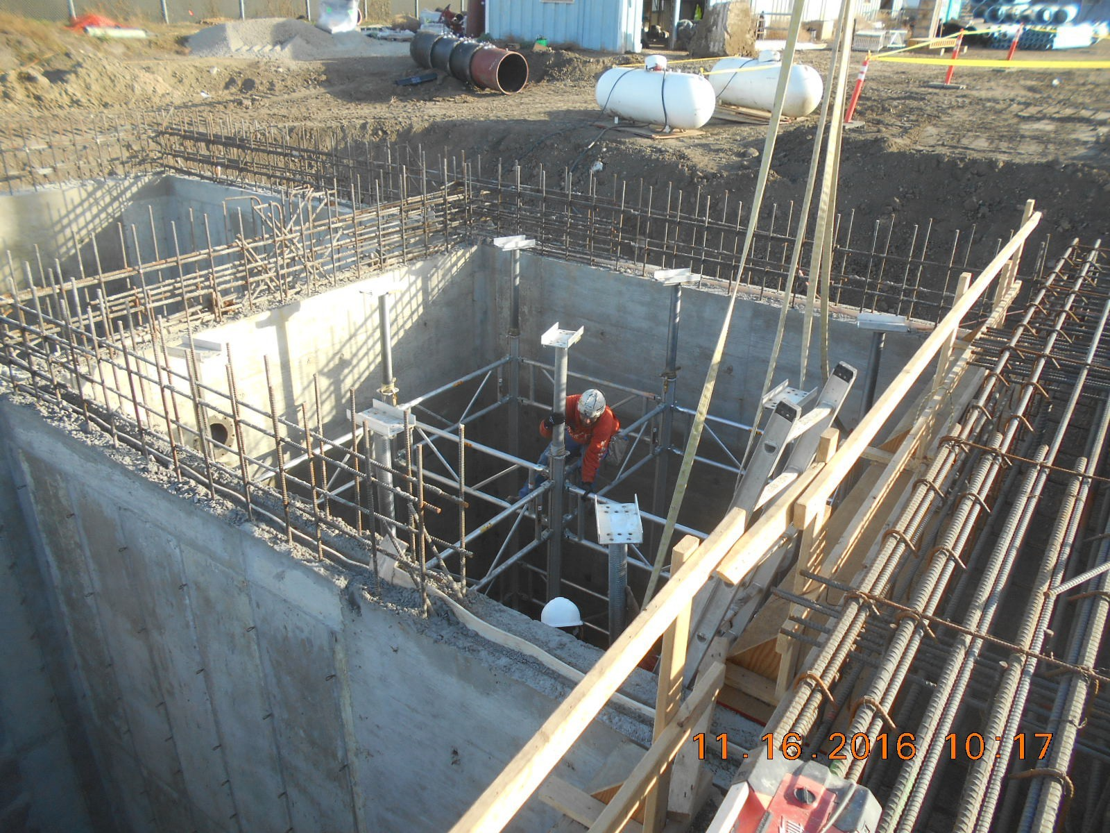 JTJ placing shoring in the BW Recovery basin for the first floor pour 4.