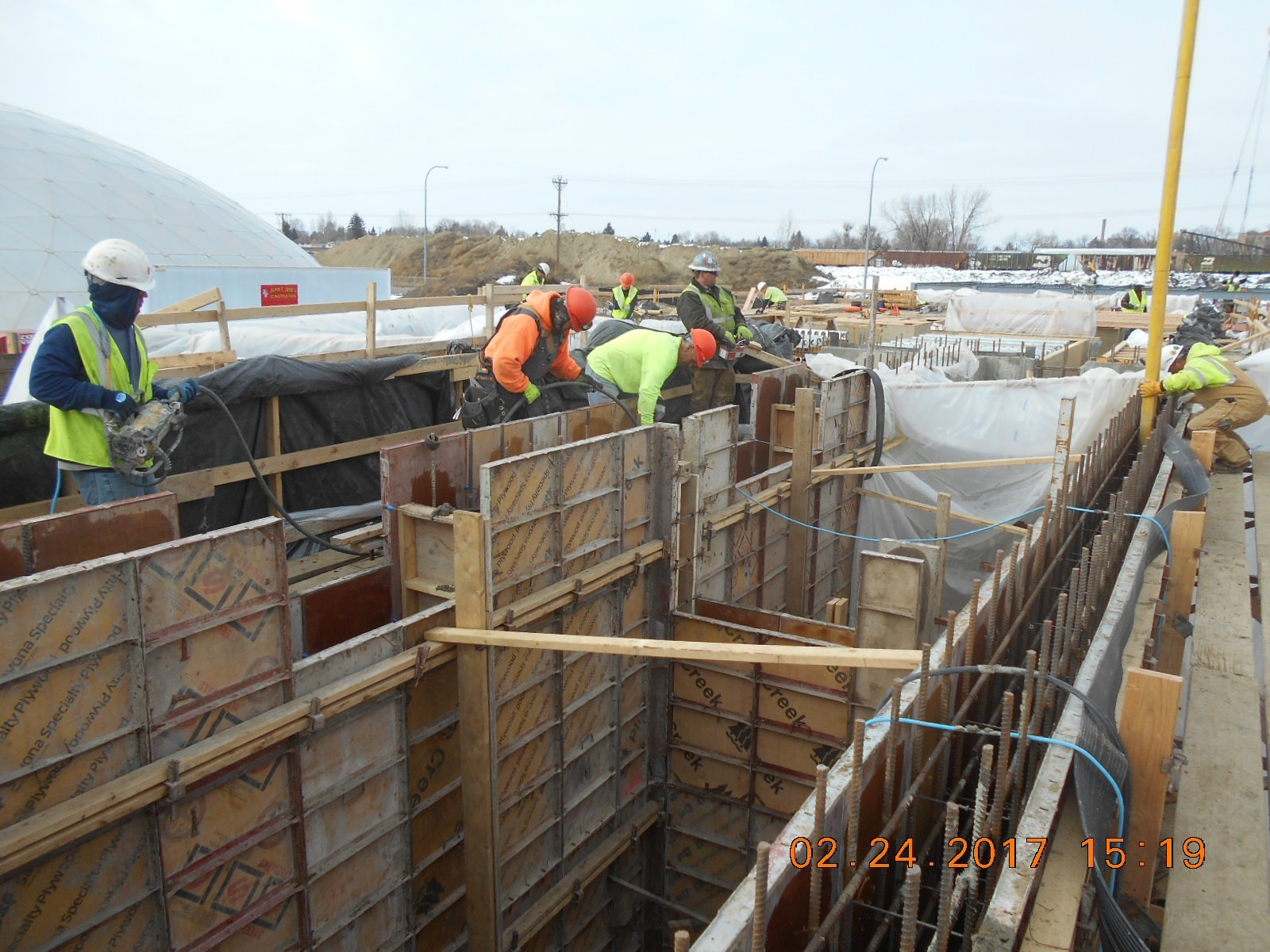 JTJ placing concrete for the Ozone Basin west wall and wall W208.